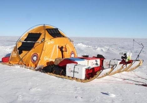 Primer montaje catamaran. Expedición ACCIONA WindpoweredAntártica