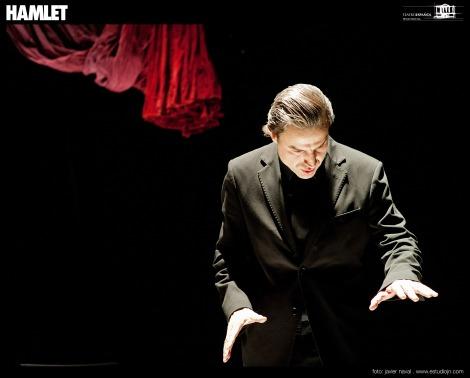 Alberto San Juan en una de las escenas de Hamlet